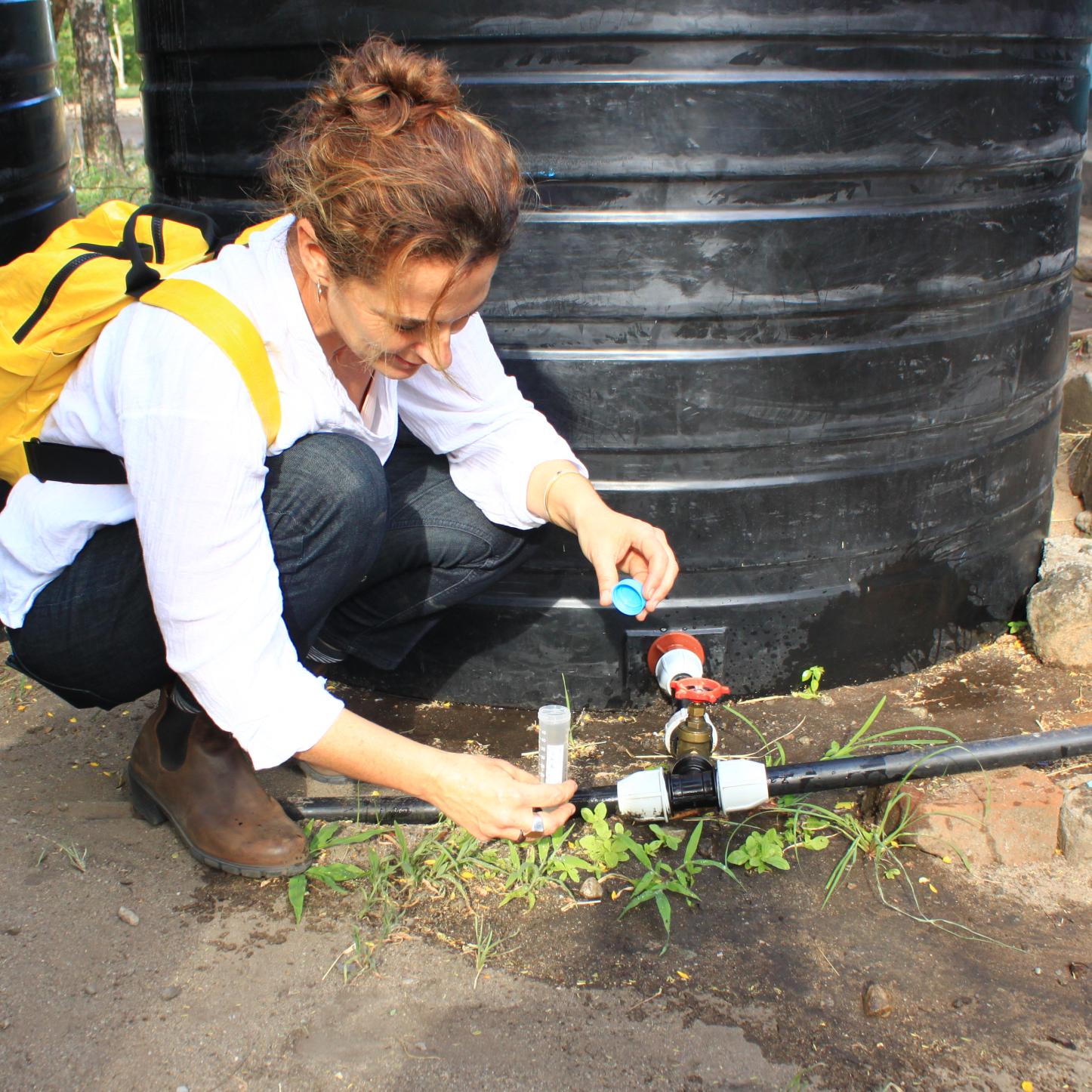 """מחקר לתואר שני בחוג ללימודי הסביבה מגיע לאפריקה לבחון מערכות המופעלות ע""""י הקהילה המקומית לטיפול במים לצרכי שתייה"""