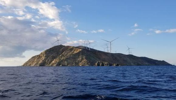 תכנון טורבינות רוח למיקסום תועלת חברתית. בתמונה:  Agios Georgios, אי טורבינות רוח ביוון